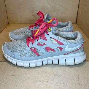 Nike Live Strong Athletic Shoes